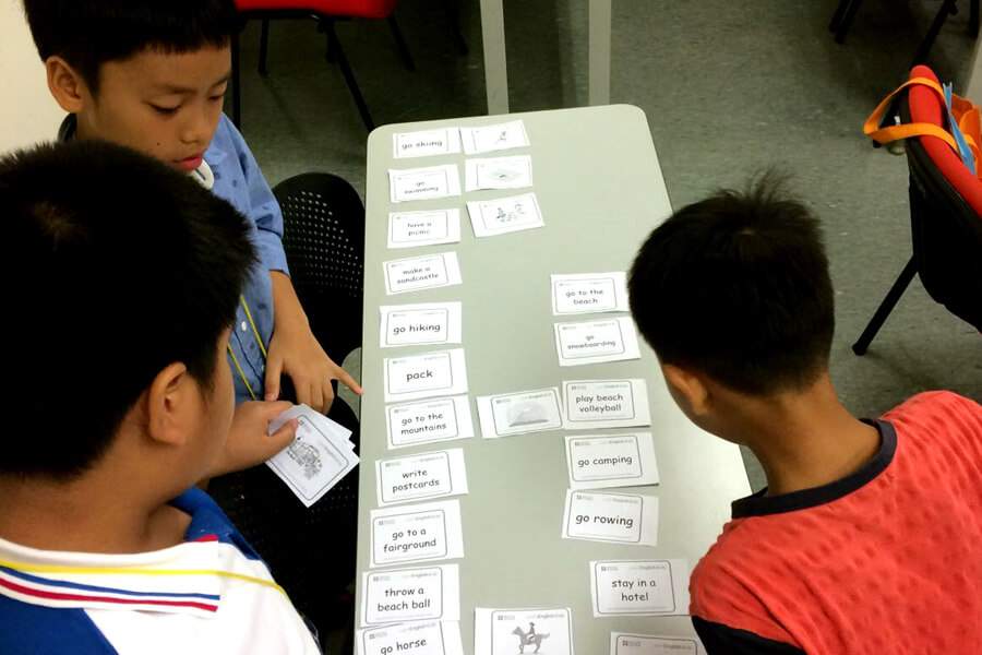 Read With Flash Card - Thai Elementary Student Holiday English Program