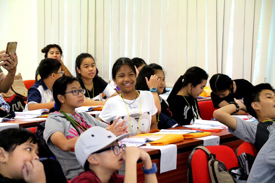 Indoor Classes - Thai Elementary Student Holiday English Program