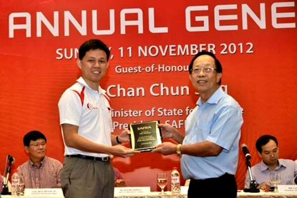 Dr Chin receiving a safra plague from Mr Chan Chun Sing then Senior Minister of State for Defence