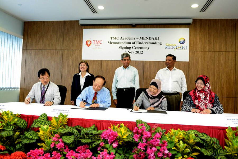 MOU signing between TMC Academy and Mendaki under the witness of Dr Yaacob Ibrahim, Minister for Communication and Information