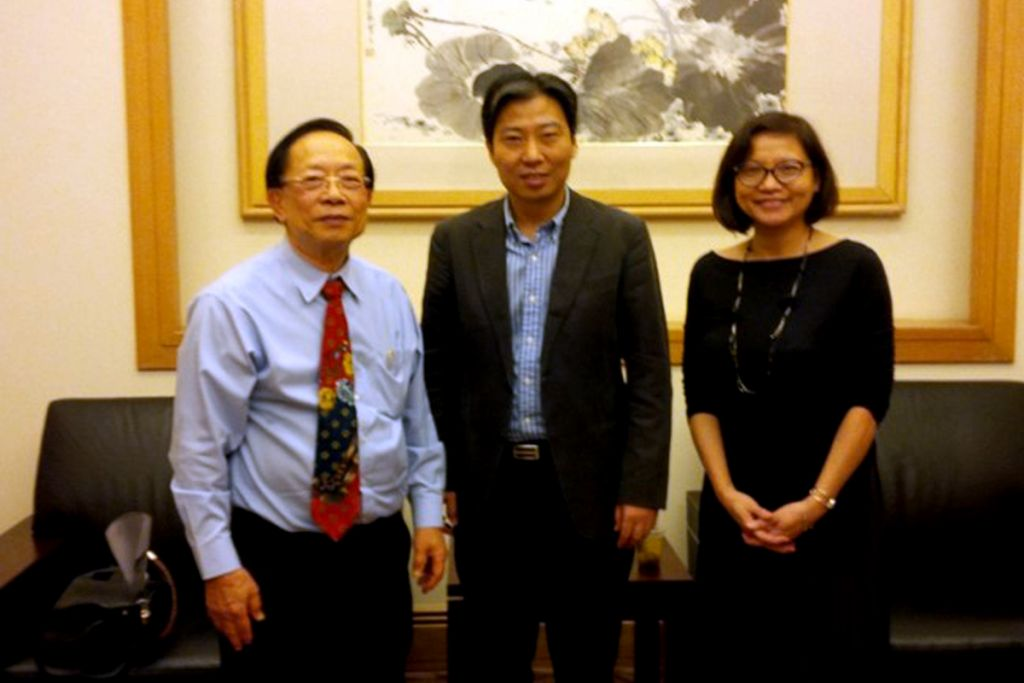 Dr Chin representing the Singapore Private Education Association (SAPE) to meet then Chinese Embassy in Singapore Ambassador