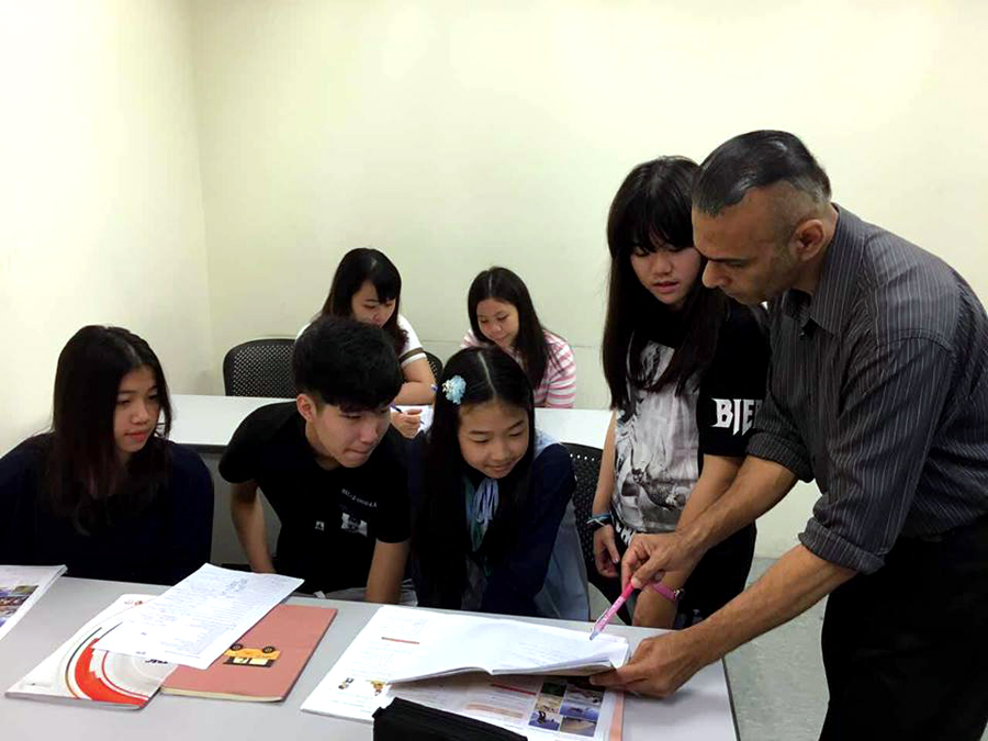 Shan assisting students in Hawthorn Class